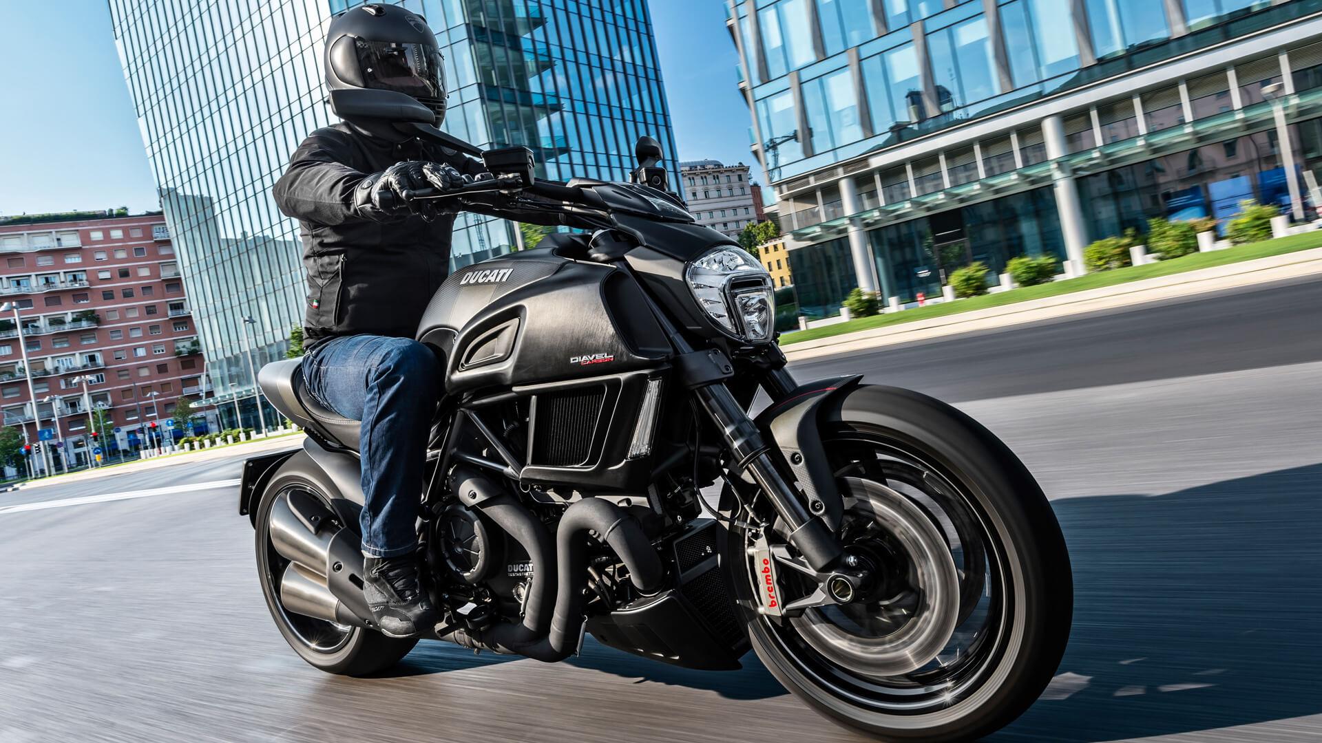 Moto Ducati Diavel Carbon